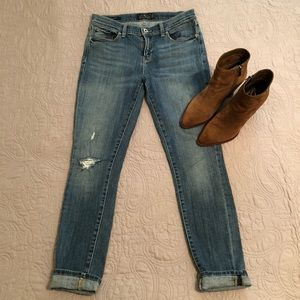 Distressed Lucky Brand jeans 🍀